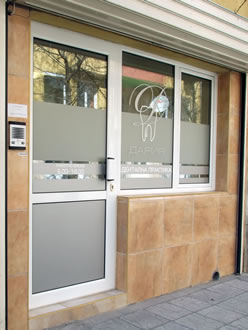 Photo of the entrance to the dentist's office to City Market.